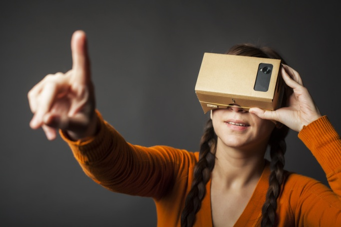 Virtual reality shopping experiences, the disruptive 2016 trend [5 Reading tips]