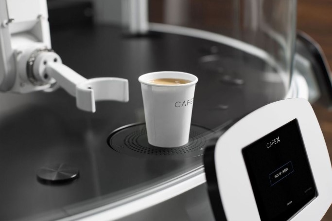 Premium coffee cups served by robots in seconds [5 Reading Tips]