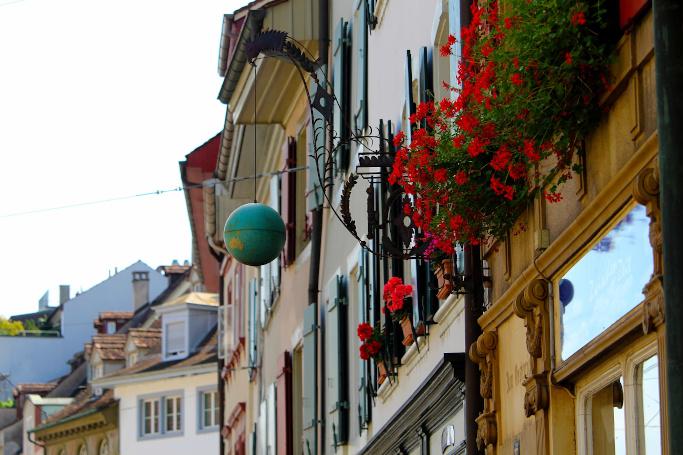 online shopping, switzerland, reading tips